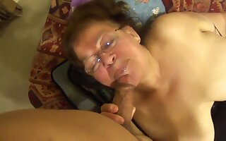 Granny Mexicana Mamando Verga