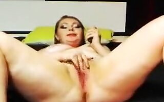 Chubby Lustycurves fondles her pussy