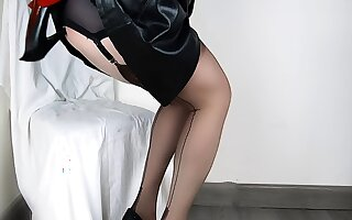Lady Lulu Well done Anal Shoe Charge from