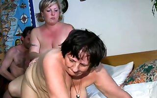 Old lesbian gets dildoed overwrought blonde BBW