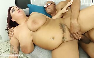 Broad in the beam MILF Kendra Lee hard xxx clip
