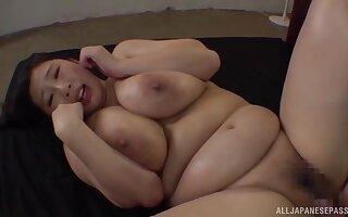 Busty Japanese hottie Oomori Shizuka lets a friend cum beyond the brush face